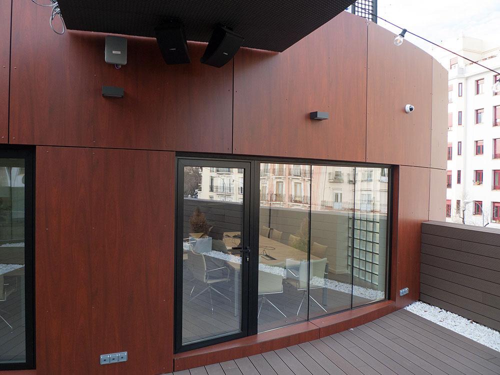 Instalación de Tablero Compacto Fenólico HPL exterior