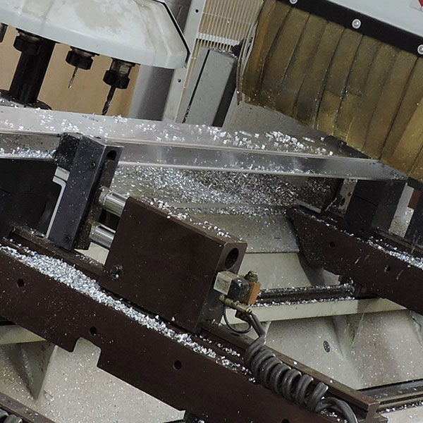 Somos especialistas en CNC, fresados, plegados, punzonados, troquelados, curvados y cajeados en Panel Composite, Panel Fenólico HPL, Fibrocemento, Solid Surface, Aluminio Honeycomb, Chapa y todo tipo de materiales de construcción.