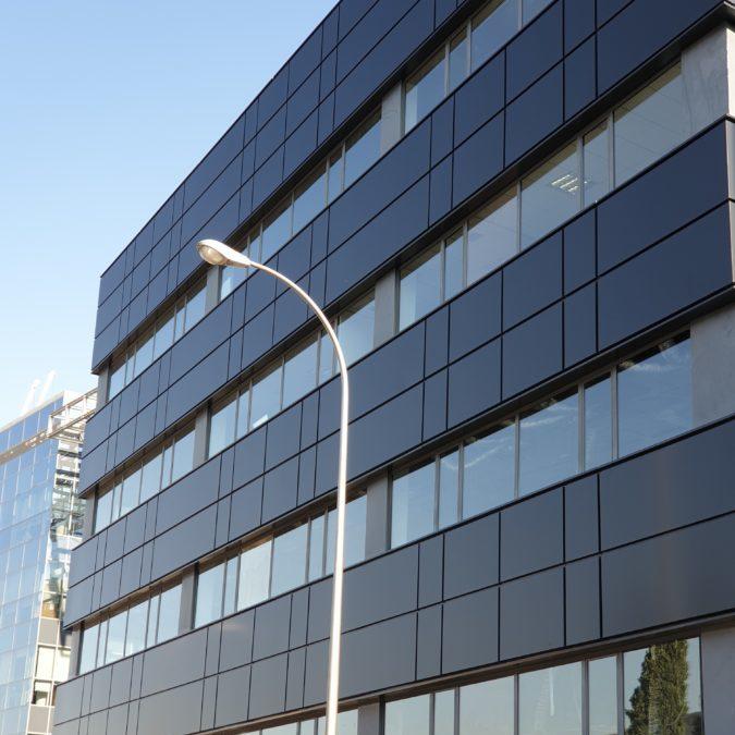 Rehabilitación Edificio de Oficinas en Madrid con Panel Composite Larson 7022