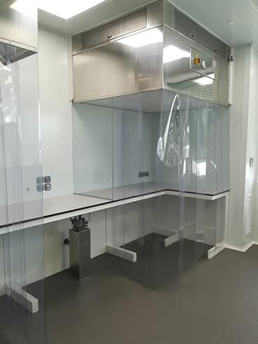 Tablero Compacto Fenólico HPL para laboratorios.
