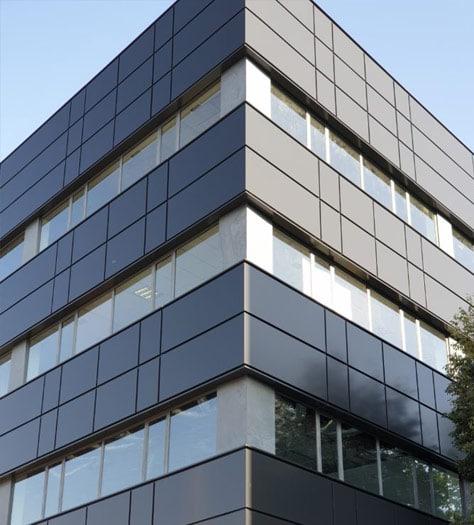Meka3 - Corte y mecanizado de materiales de construcción - Rehabilitación Edificio de Oficinas en Madrid con Panel Composite Larson 7022