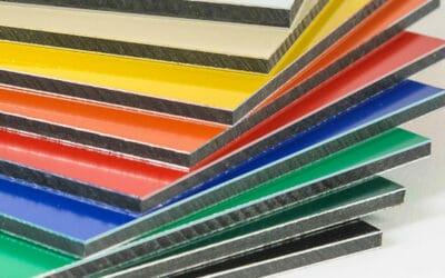 Revestimientos sanitarios de compacto fenólico HPL: Colores que informan y curan
